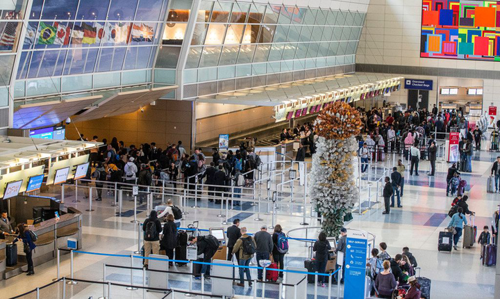 Christmas Day At Dfw Airport 2020 American Airlines Cuts 100,000 Flights in December Schedule 'to